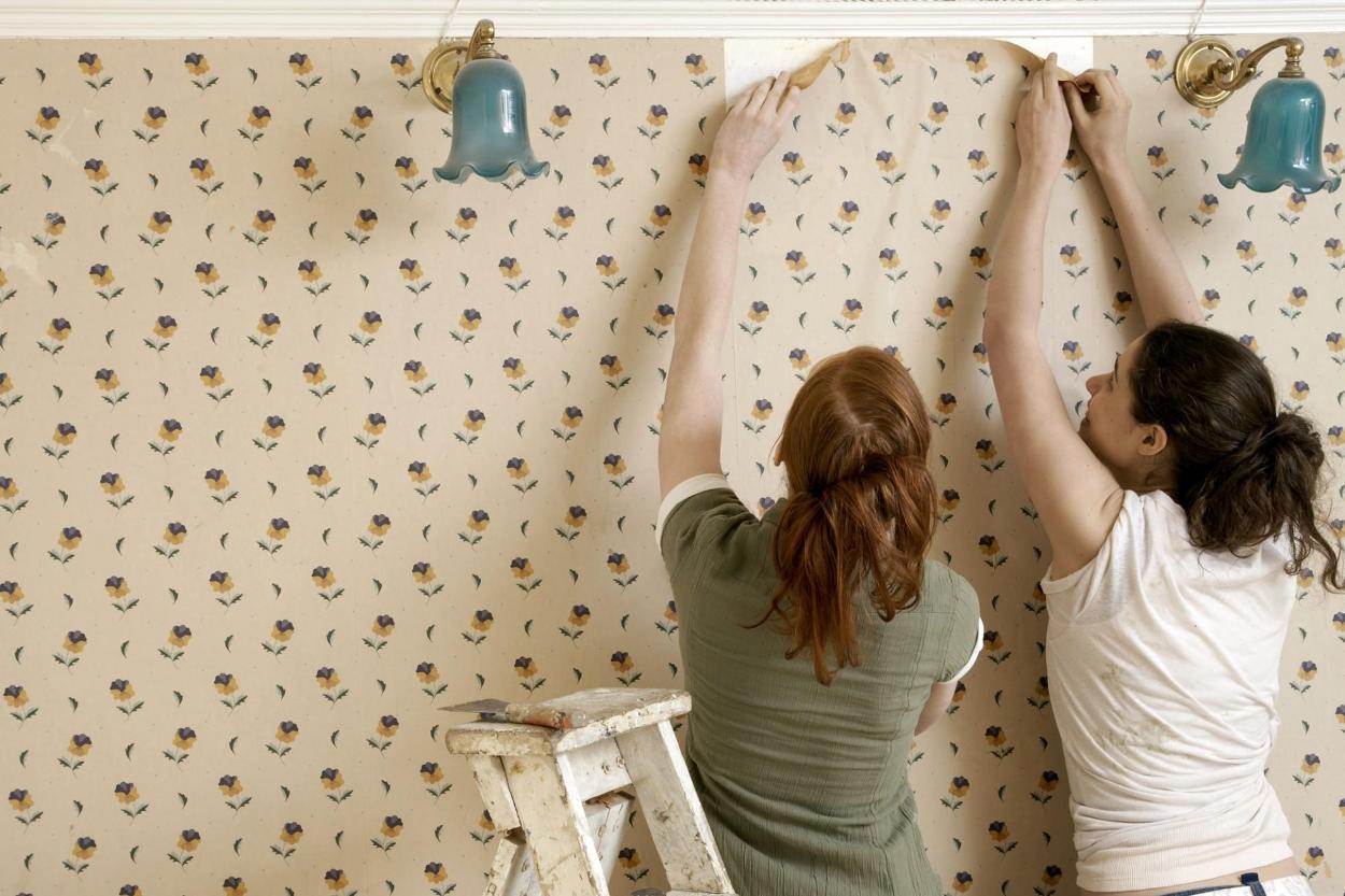 Как удалить старые флизелиновые обои со стены