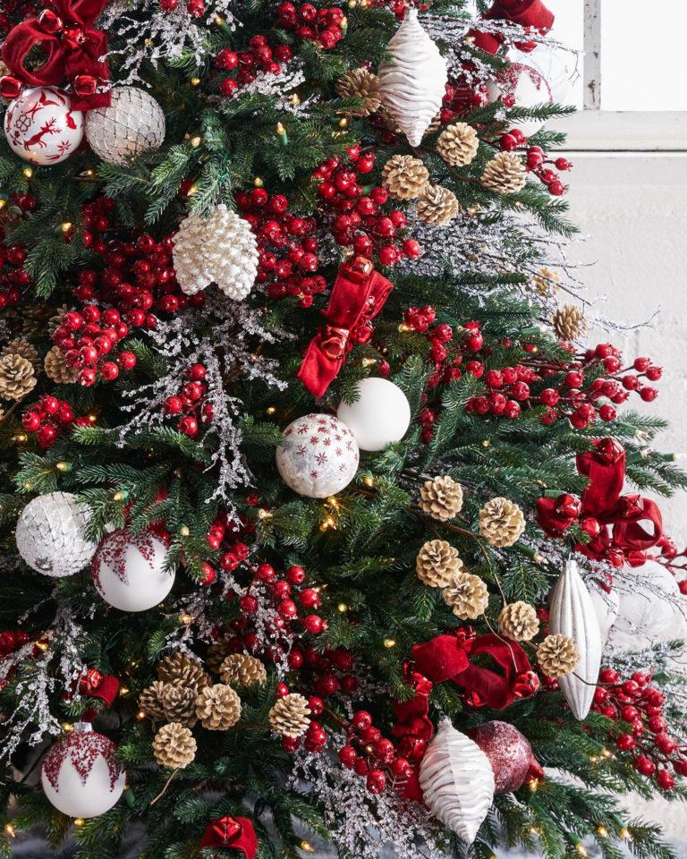 украшение елки цветами фото