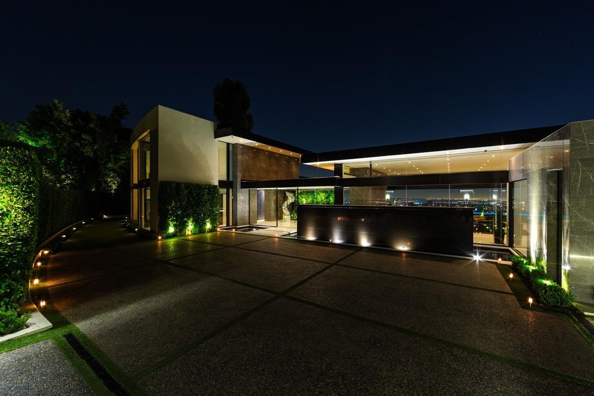 Фото-тур по современному архитектурному шедевру в Bel-Air