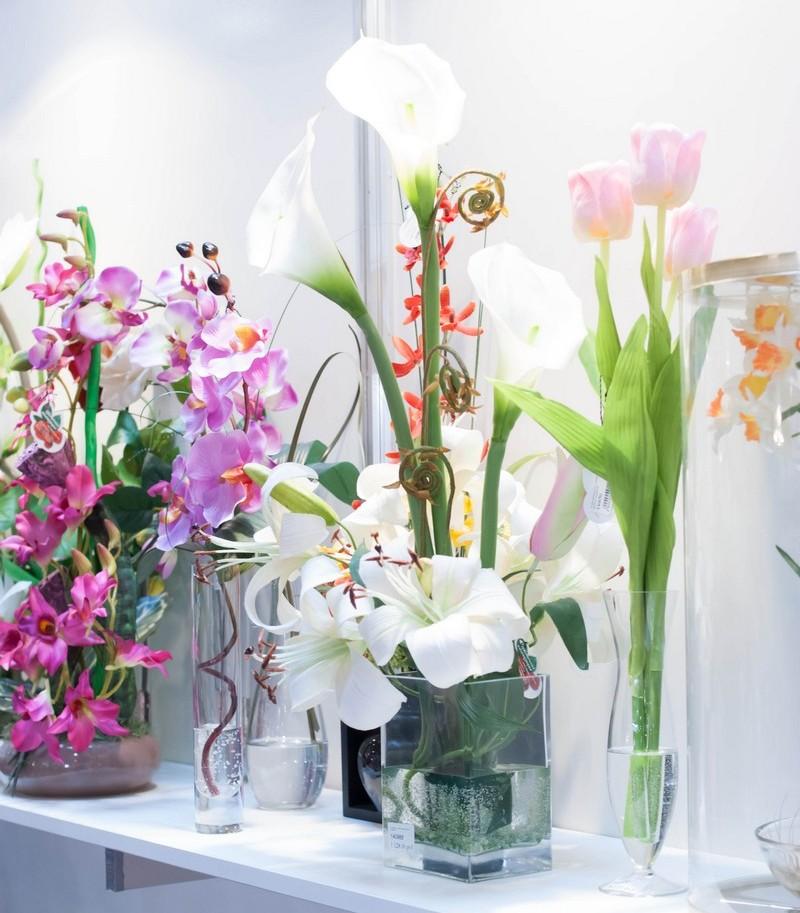 Неувядающая красота: фотообзор декорирования интерьеров искусственными цветами