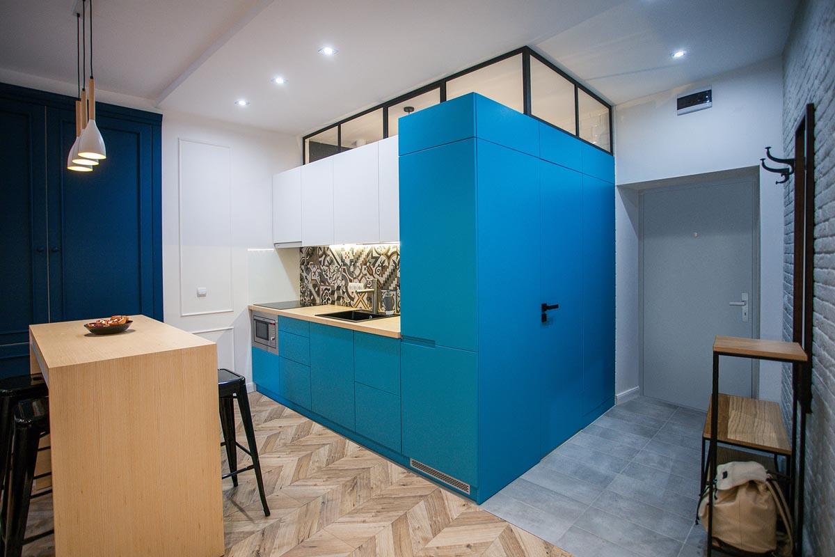 Небольшое, стильное и яркое пространство: фотообзор двух интерьеров