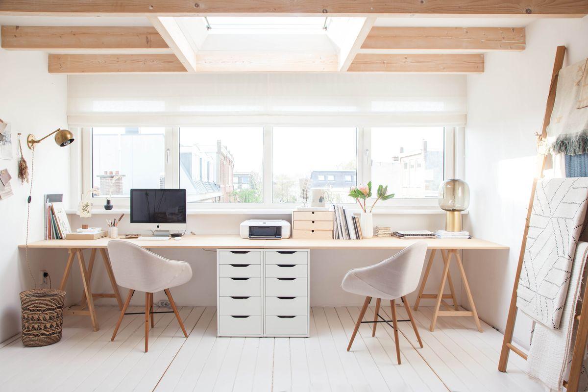 Удвоенное рабочее место: фото-коллекция стильных домашних офисов