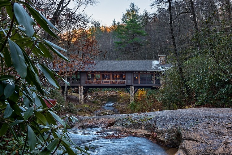 Дом через ручей: Фотообзор