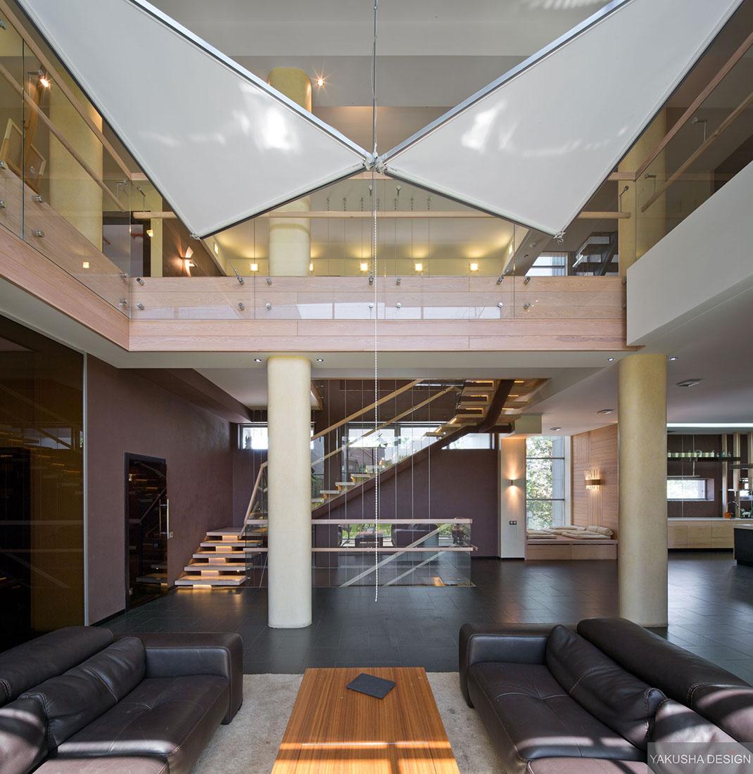 Экспансивный дом с березовой рощей внутри: Фотообзор восхитительного дизайна