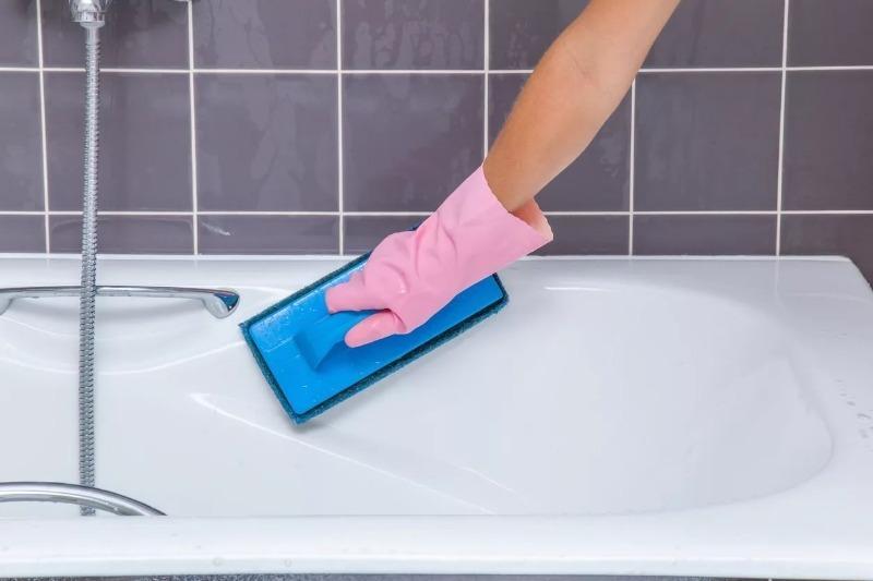 Как легко и быстро почистить ванну и не испортить ее